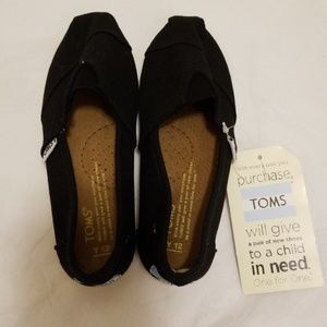 Toms Black Canvas Flats- New- Youth 12